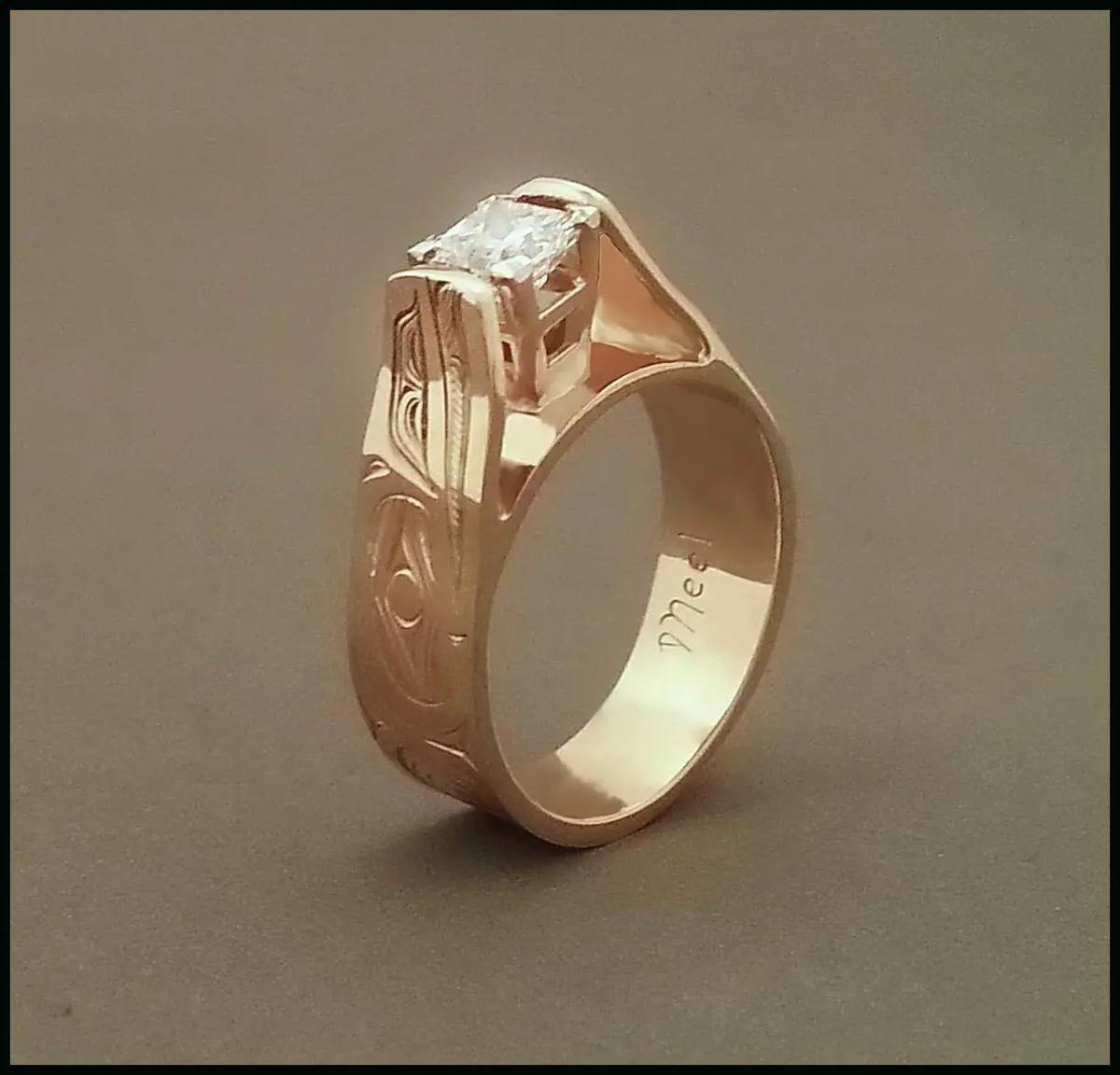 Raven Diamond E-style Ring